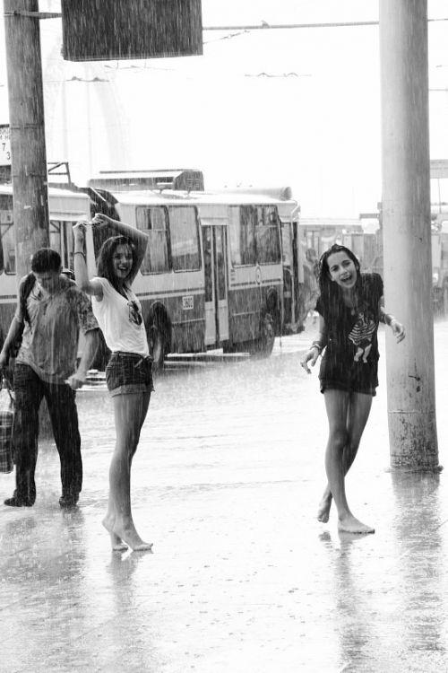 Pretty Girls Images In Rain (19)