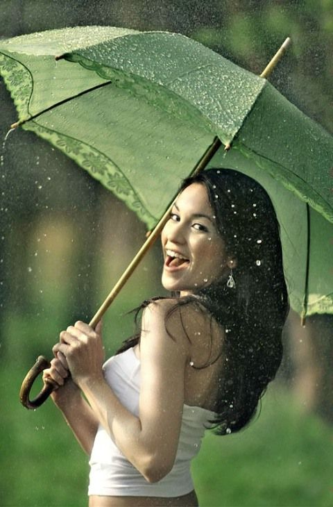 Pretty Girls Images In Rain (21)