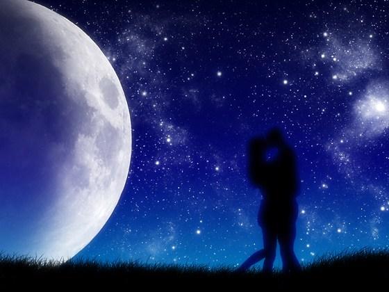 Beautiful Romantic Moonlight Wallpapers (4)