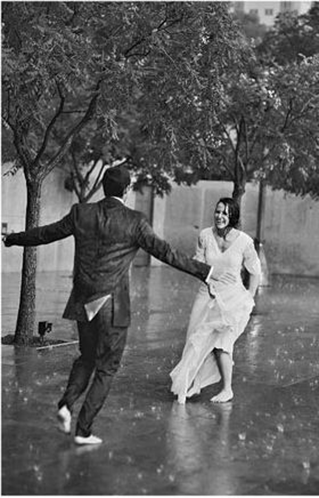Cute Romantic Couples Black And White Photography In Rain -8018