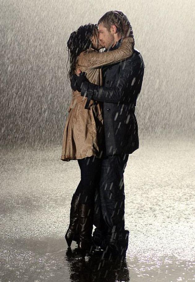 Romantic Couples Photography In Rain (14)