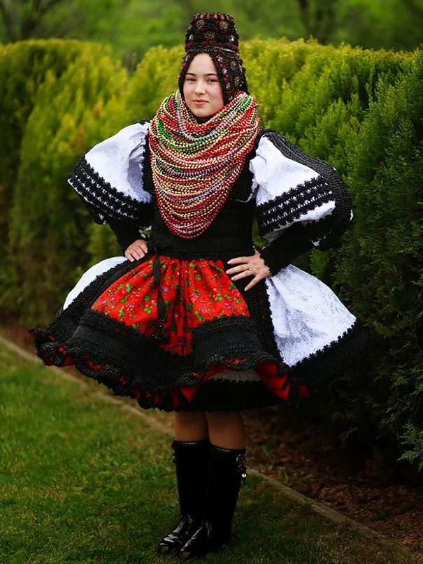 Traditional Wedding Outfits Look Around The World Photography (18)