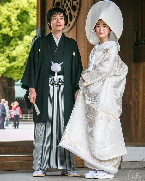 Traditional Wedding Outfits Look Around The World Photography (2)