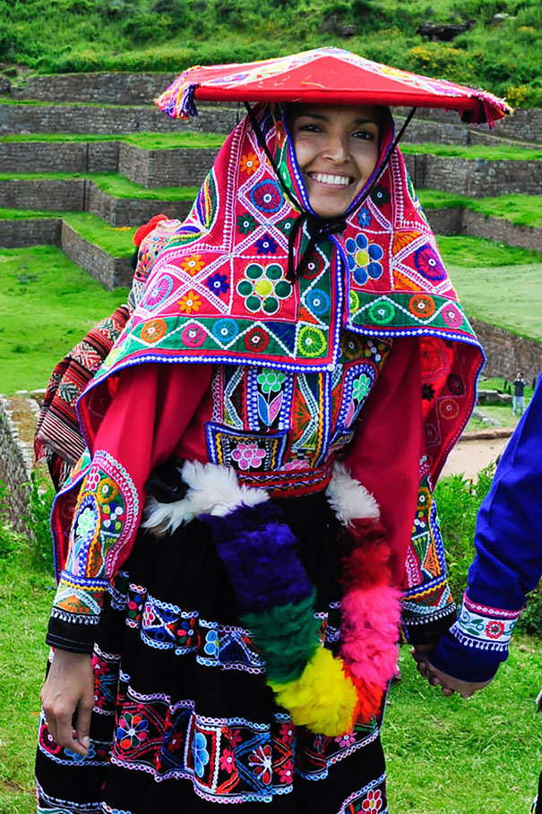 Traditional Wedding Outfits Look Around The World Photography (20)