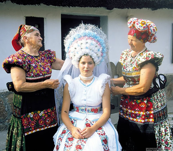 Traditional Wedding Outfits Look Around The World Photography (21)