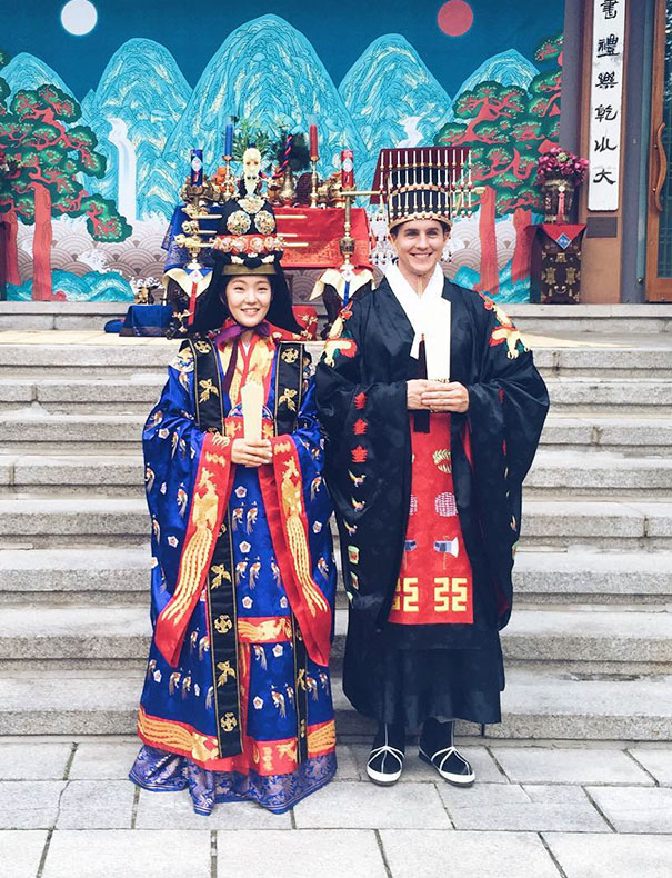 Traditional Wedding Outfits Look Around The World Photography (29)