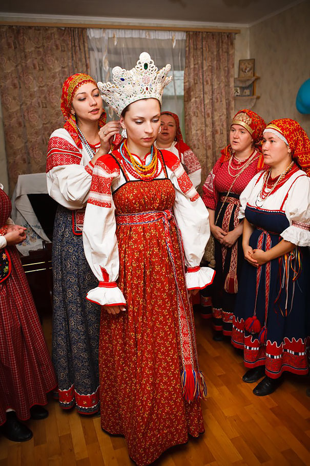 Traditional Wedding Outfits Look Around The World Photography (3)