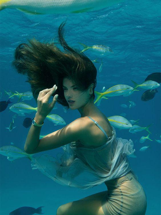beautiful-underwater-fashion-photography-10