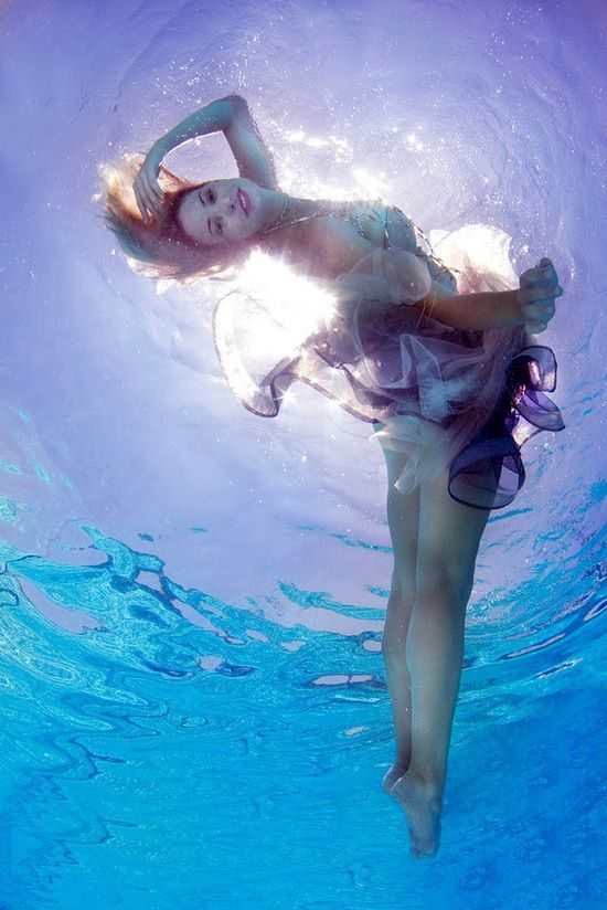 beautiful-underwater-fashion-photography-14