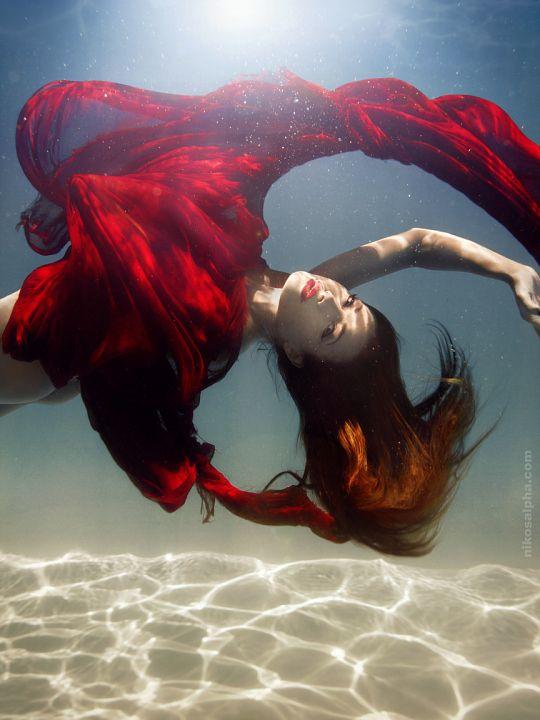 beautiful-underwater-fashion-photography-16