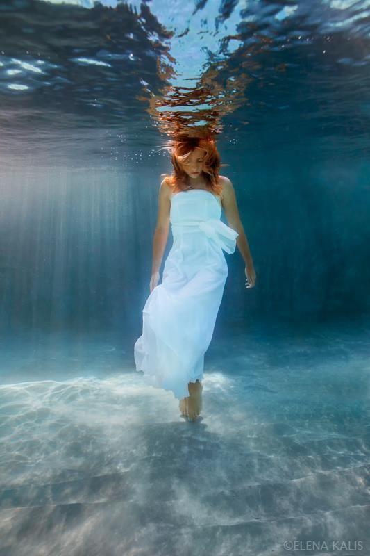 beautiful-underwater-fashion-photography-18