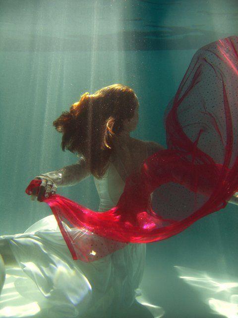 beautiful-underwater-fashion-photography-22