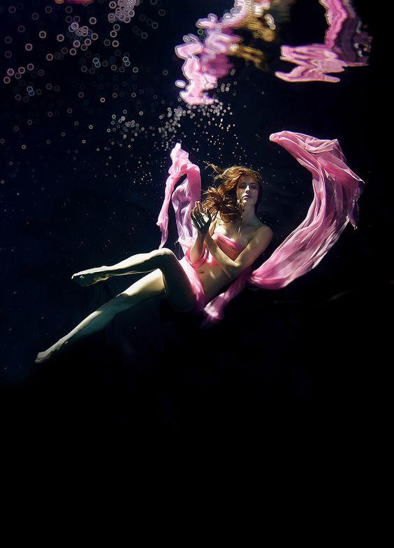 beautiful-underwater-fashion-photography-9