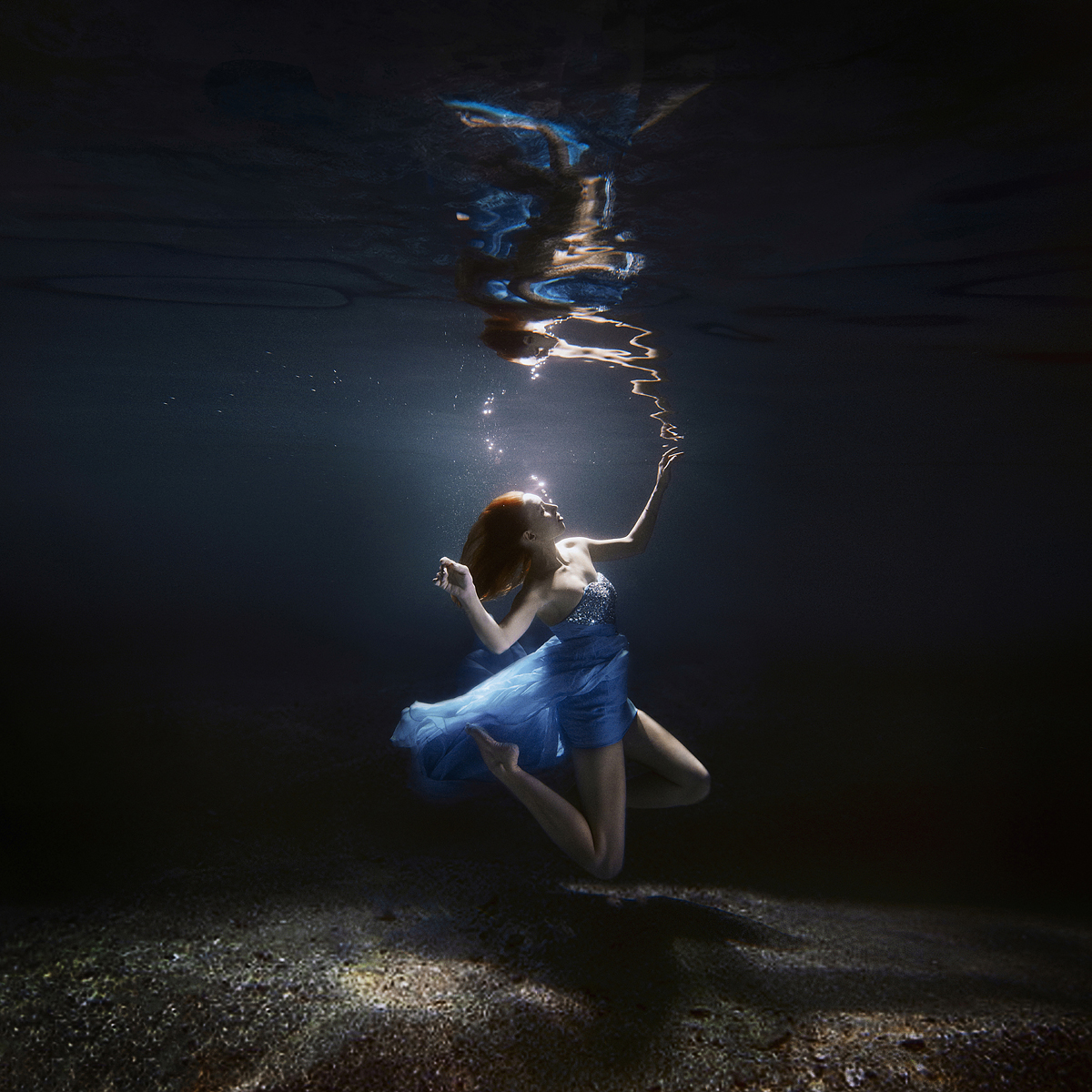 stylish-and-romantic-underwater-photography-by-glory-grebenkin-11