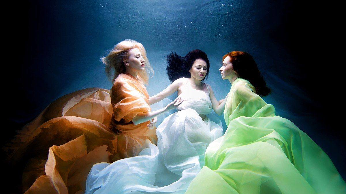 stylish-and-romantic-underwater-photography-by-glory-grebenkin-4