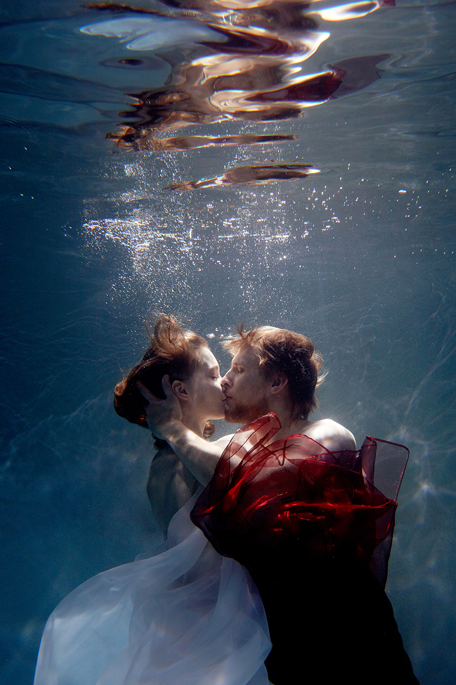 stylish-and-romantic-underwater-photography-by-glory-grebenkin-6