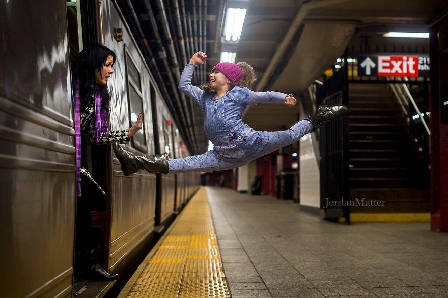 Дети Легко Совершать Необычные Танцевальные Движения (5)