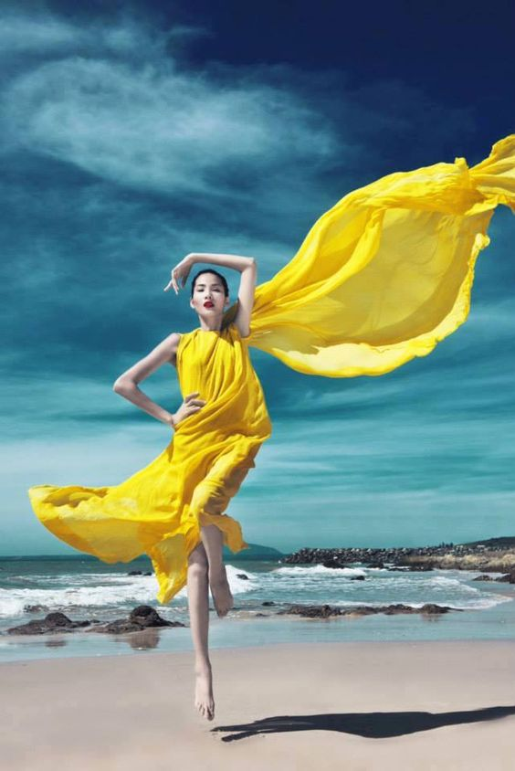 Stylish And Romantic Girls Images (11)